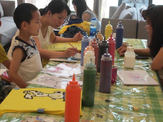 永威·翡翠城举办亲子t恤手绘活动